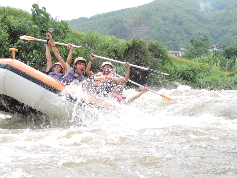 Rafting Seru di Ciwidey Bandung Bareng Bellva Adventure